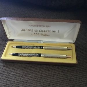 Chanel no.5 14 kit gold pens old but look new